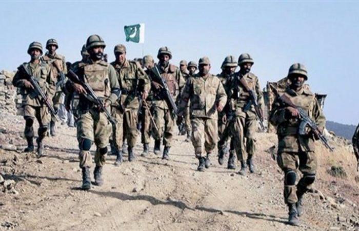 الجيش الباكستاني يتولى مهمة حراسة الحدود مع أفغانستان لمنع عبور المسلحين