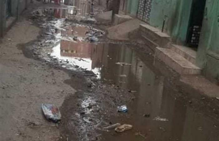 رئيس شبين القناطر يناشد المواطنين عدم إلقاء المخلفات في الصرف الصحي (صور)