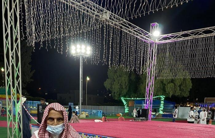 """زوار """"خيرات الباحة"""" يتفاجؤون بإيقاف فعاليات المسرح والعرضة"""