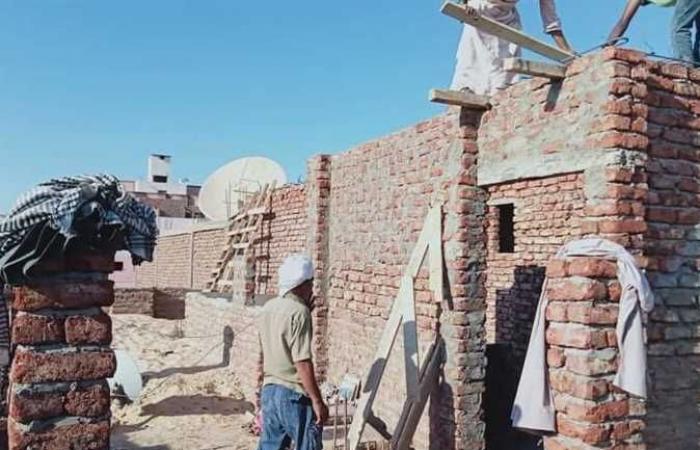 إيقاف بناء مخالف بدون ترخيص بمدينة الأقصر