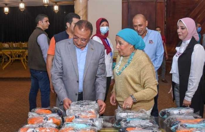 معرض خيري لتوزيع الملابس الجاهزة بالمجان على الأسر الأولى بالرعاية بالإسكندرية (صور)