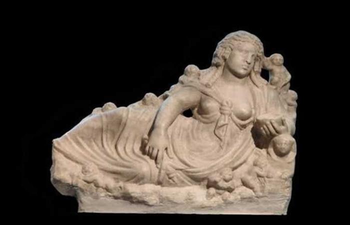 فوز زوجة معبود النيل بلقب قطعة شهر أغسطس في استفتاء المتحف اليوناني الروماني (صور)