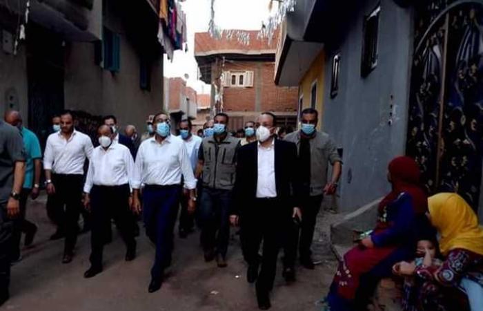 رئيس الوزراء يتجول في أحد شوارع قرى «حياة كريمة» بالمنوفية (صور)
