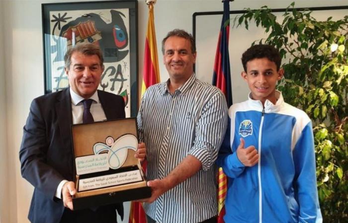 رئيس نادي برشلونة خوان لابورتا يشيد بمشروع دوري المدارس السعودي