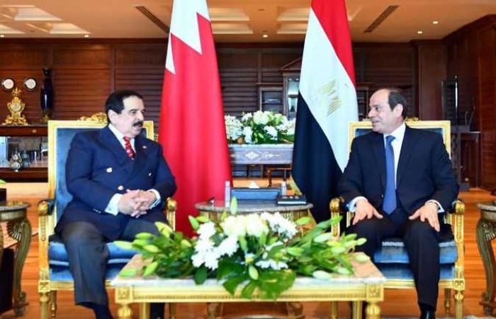 السيسي وملك البحرين يبحثان تعزيز العلاقات الثنائية وآخر تطورات قضية سد النهضة