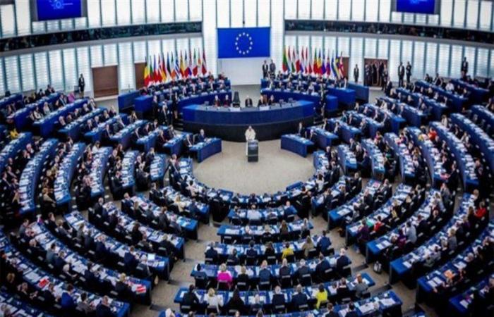 البرلمان الأوروبي يلوح بمعاقبة الساسة اللبنانيين إذا عرقلوا الحكومة الجديدة