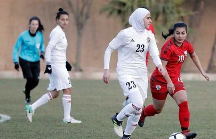 هربًا من حكومة طالبان .. لاعبات كرة أفغانيات يصلن باكستان