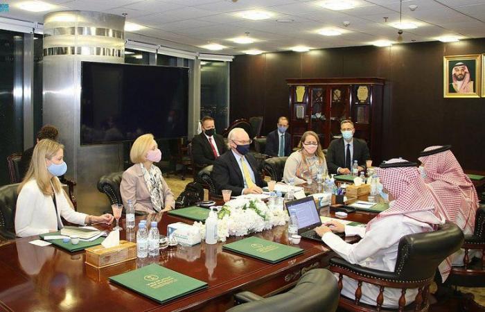 السفير آل جابر يلتقي بالمبعوث الأمريكي إلى اليمن