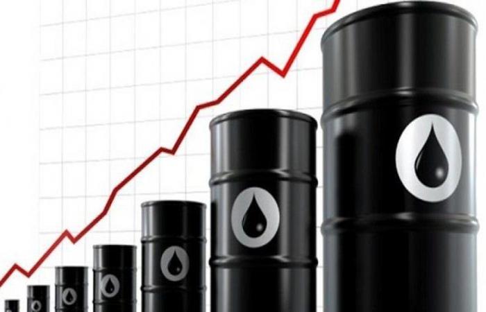استقرار أسعار النفط مع تراجع خطر العاصفة الأمريكية