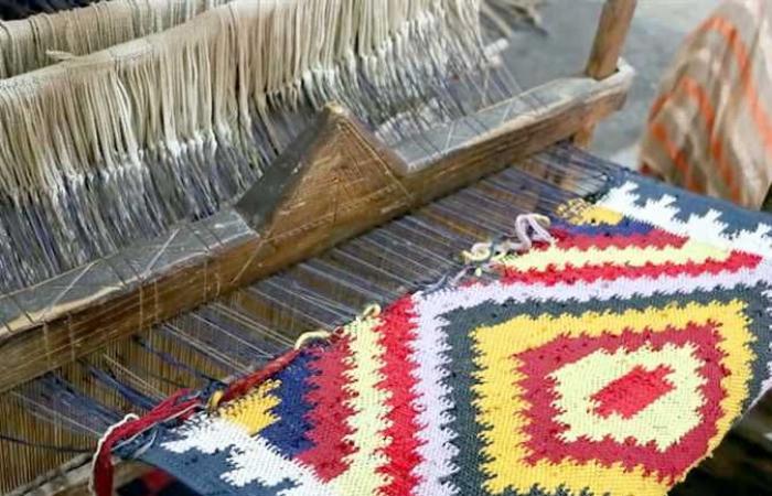 «صناعة السجاد اليدوى».. مهنة تواجه الانقراض