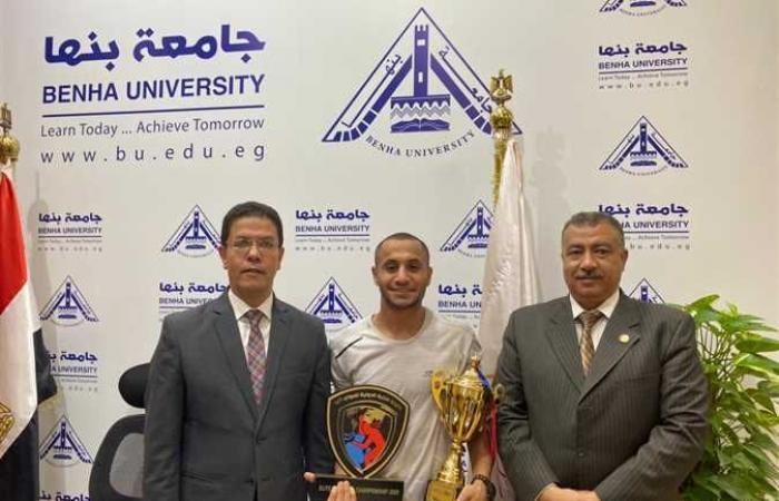 تكريم طالب بنها لفوزه ببطولة النخبة الدولية «المواي تاي» بالعراق (صور)