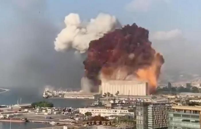 لماذا جُـمّد التحقيق في انفجار بيروت؟