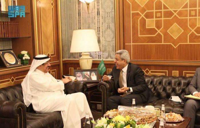 وزير الحج والعمرة المكلف يستقبل سفير جمهورية العراق