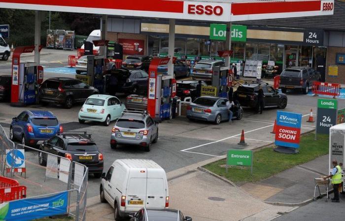 قرر وشيك للحكومة البريطانية باستدعاء الجيش للتغلب على أزمة نقص الوقود