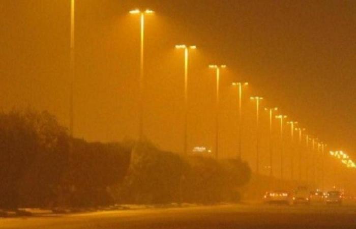 """""""الأرصاد"""" يُنبِّه منطقة الرياض: عوالق ترابية وتدنِّ في مدى الرؤية"""