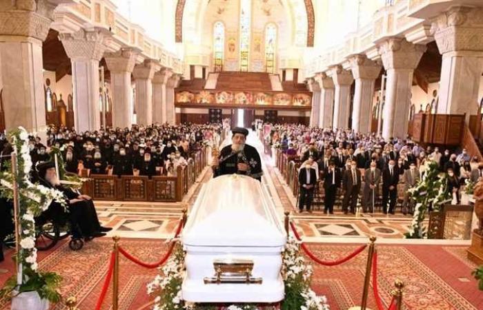 تواضروس الثاني يترأس صلوات جنازة الأنبا هيدرا مطران أسوان بالكاتدرائية (صور)