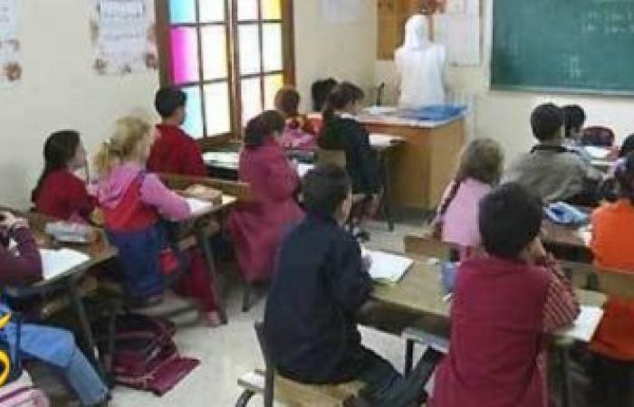 بالصور طفل مصرى يجبر معلمته على أعطائه الدرجات النهائية بطريقة طريفة