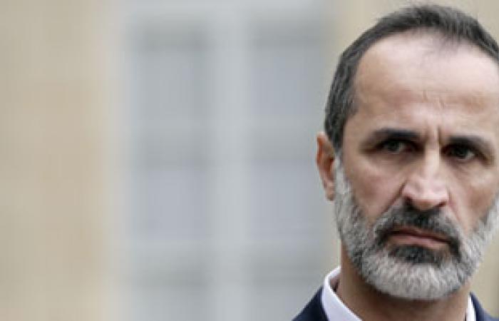 الخطيب يطرح مبادرة جديدة تضمن الخروج الآمن للأسد و500 من أقربائه