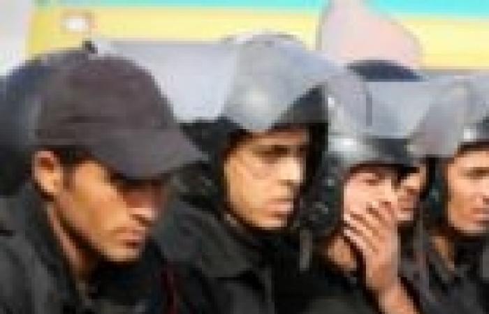 أمناء شرطة بدمنهور يقطعون السكة الحديد اعتراضا على الحكم بحبس زميل لهم