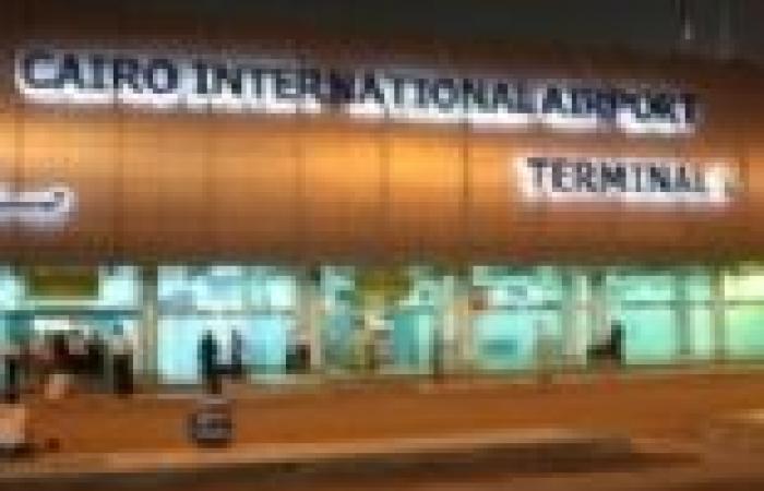 رئيس الوزراء القطري يغادر القاهرة للدوحة