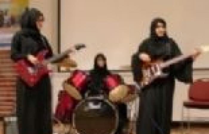 """""""Random"""".. أول فريق من الفتيات لعزف الـ""""روك آند رول"""" في الإمارات"""