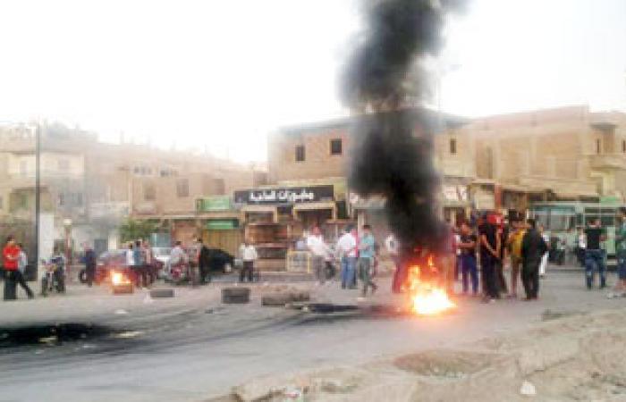 """أهالى """"المندرة"""" يقطعون خط """"قطار أبو قير"""" لانقطاع الكهرباء"""