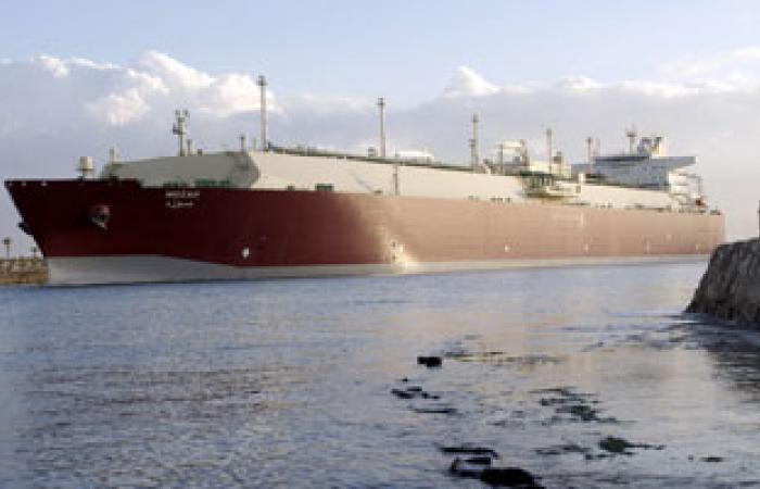 عبور 54 سفينة قناة السويس بحمولة 3 ملايين طن اليوم