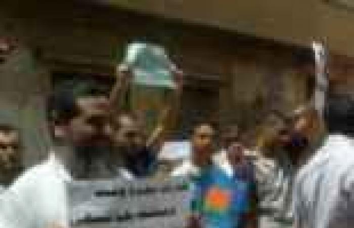 أهالي قرية بالمنصورة يتظاهرون احتجاجا على انتشار البلطجة والمخدرات