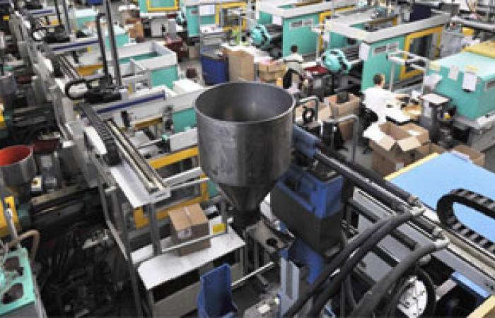 معاناة المصانع المصرية مع خفض الدعم تسلط الضوء على معضلة الموازنة العامة