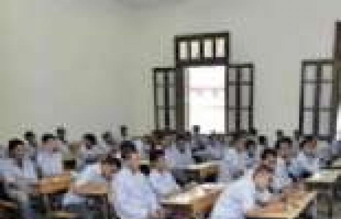 معلمون يعلنون امتناعهم عن مراقبة امتحانات الدبلومات الفنية بإدارة الجناين بالسويس