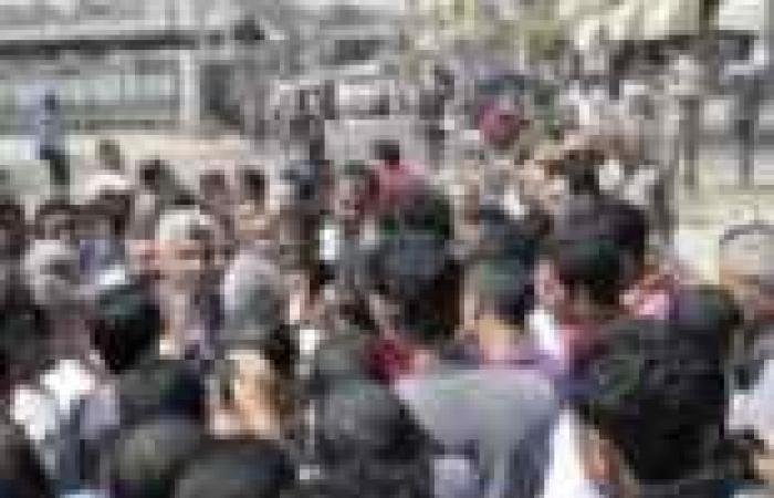أهالى كوم حمادة تظاهروا ضد موظفى الكهرباء.. فنصحهم المسئول: «روحوا اقطعوا شريط القطر»
