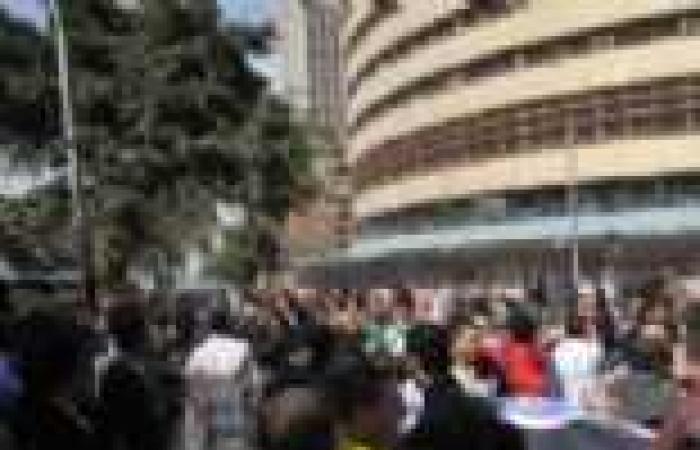 """مظاهرة للعاملين في القنوات الإقليمية أمام """"ماسبيرو"""""""