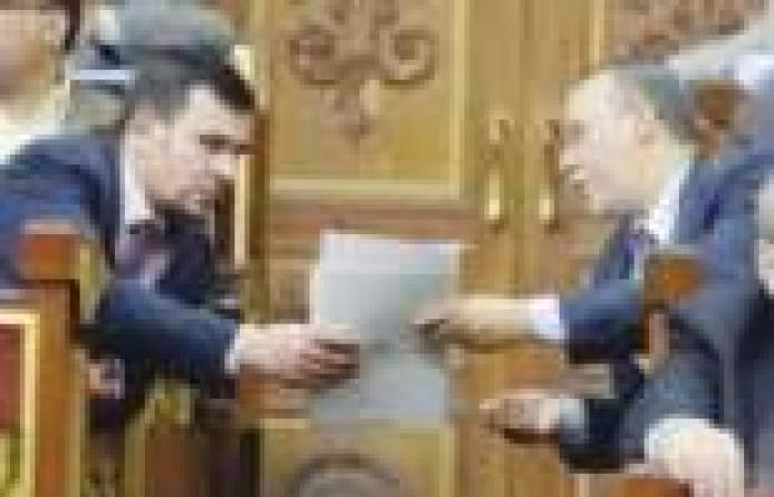 «العريان» لـ«ممثل الداخلية»: «واضح من الموازنة إن الكل متوقع رحيل مرسى»