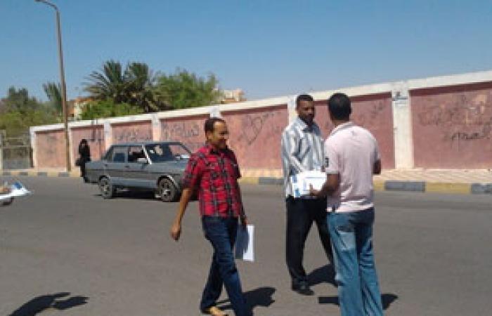 """التيار المصرى يدشن حملة """"اعرفونا"""" أمام كلية تربية بالغردقة"""
