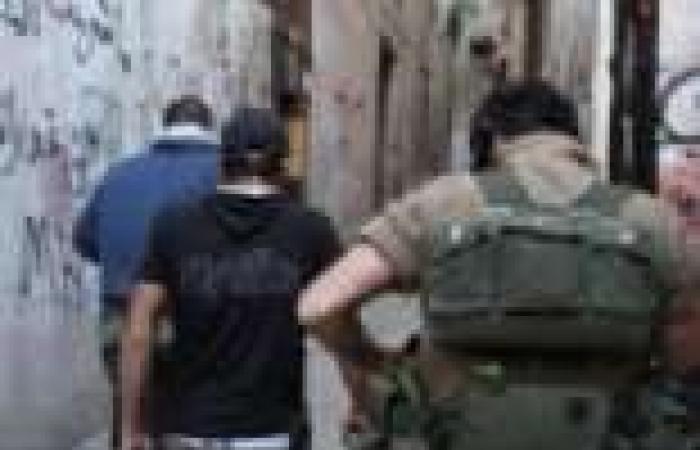 """تشييع جثمان جندي لبناني قتل في هجوم """"عرسال"""" وسط غضب شعبي"""