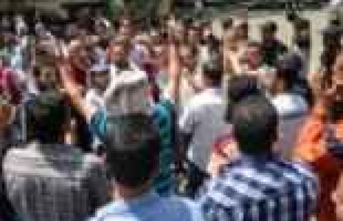 وقفة لعمال شركة منسوجات بالإسكندرية احتجاجا على تجاهل مطالبهم