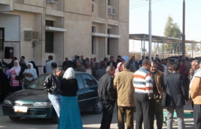 """طلاب المدينة الجامعية بالمنوفية يقطعون طريق """"شبين"""" بسبب الكهرباء"""