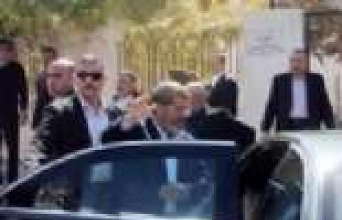 200 طيار ينظمون وقفة احتجاجية أمام منزل الرئيس بالتجمع الخامس