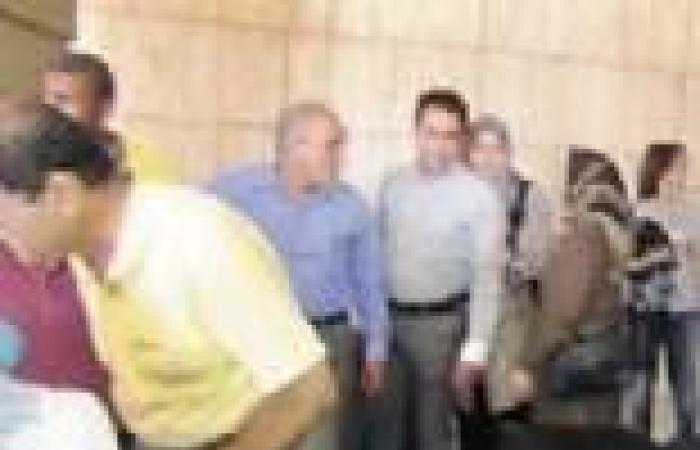 السلفيون يستقبلون الرحلة الثانية للسياح الإيرانيين بالمنشورات فى أسوان