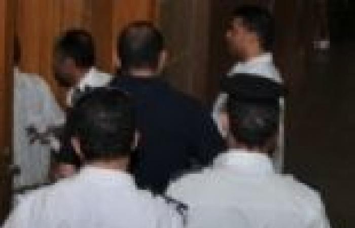 """والد الناشط """"أحمد بيكو"""": ابني وزملاؤه تعرضوا للتعذيب أثناء نقلهم من مقر محاكمتهم  لـ""""طرة"""""""