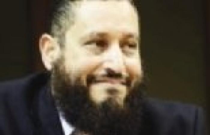عماد عبدالغفور يغادر إلى قطر