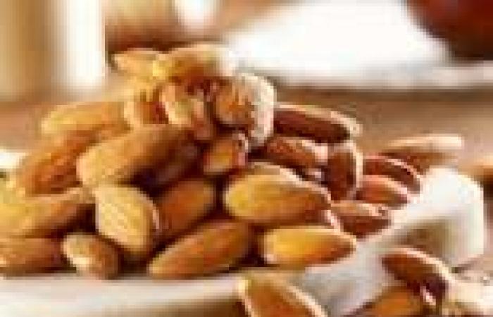 اللوز أفضل وجبة غذائية يوميا لاحتوائه على دهون منخفضة ونسبة عالية من المغذيات