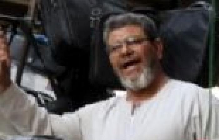 """شبيه """"مرسي"""": أصبح لقبي """"سيادة الرئيس"""".. وبعض الناس لا يشترون مني بسبب ملامحي"""