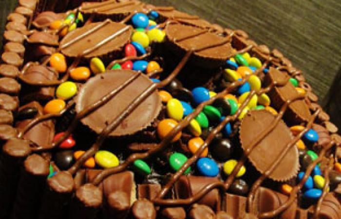 لماذا ينهانا طبيب الأسنان عن الإفراط فى تناول السكريات والحلويات؟