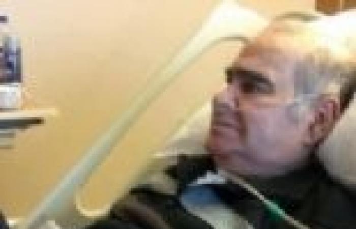 """""""مشرف"""" ينشر صورة لـ""""سيد زيان"""" بالمستشفى.. ويطلب من جمهوره الدعاء له"""