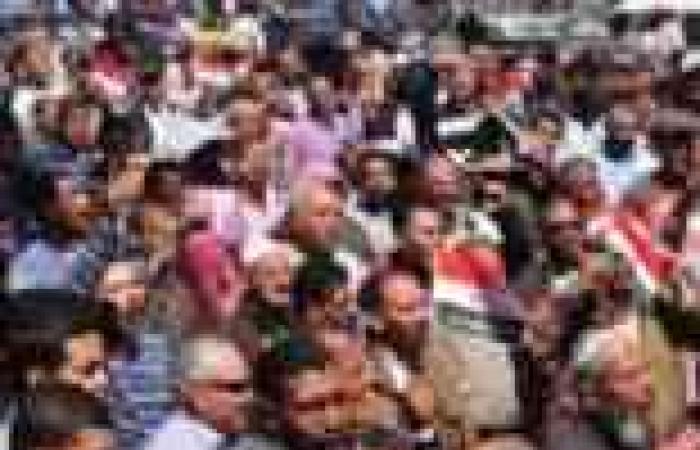 """مسيرات يومية بالإسكندرية للحشد لمظاهرات 30 يونيو.. والمشاركون يرفعون """"شمعة وكفن ورغيف"""""""