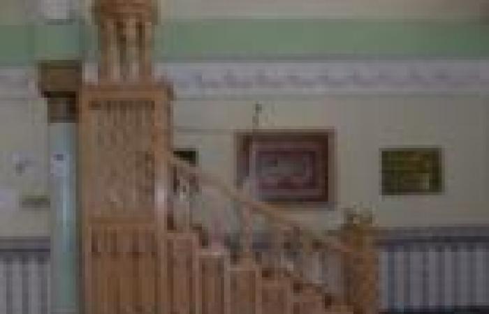 خطيب مسجد بالأقصر يطالب مرسي بالاعتذار للشعب عن تراجع السياحة وانقطاع الكهرباء