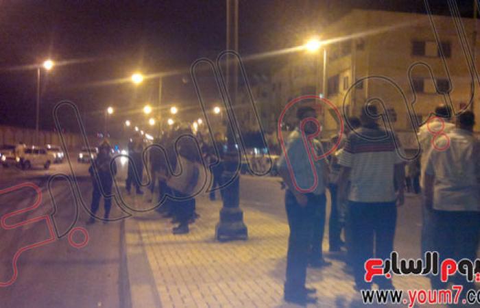 بالصور.. أمن البحيرة يطلق الغاز لتفريق المتظاهرين أمام منزل حشمت