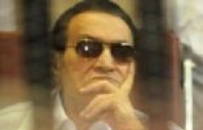 تشديد الحراسة على طائرة مبارك فى ثانى جلسات «قضية القرن»