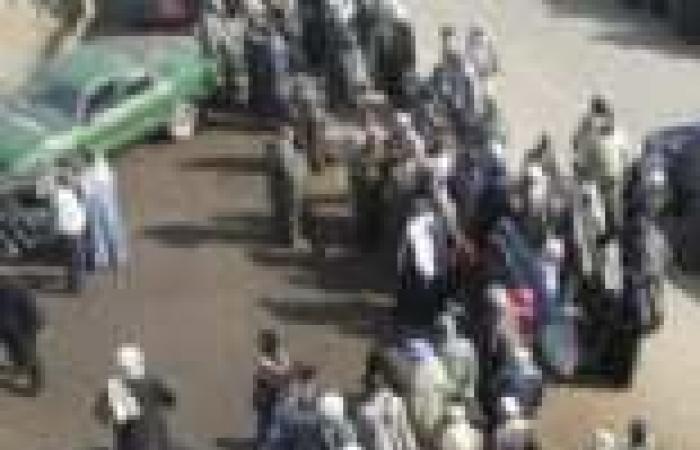 """فلاحو قرية """"نديبة"""" يقطعون طريق دمنهور - أبوالمطامير بسبب نقص مياه الري"""